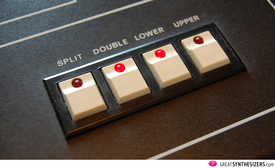 Im Double Modus verstimmen sich die beiden Klänge minimal gegen einander (wenn STEREO aktiviert ist)