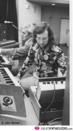 John mit Bob Moog, Tokio 1973