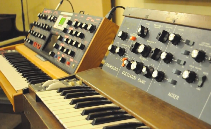 Minimoog Model D vs. Moog Voyager