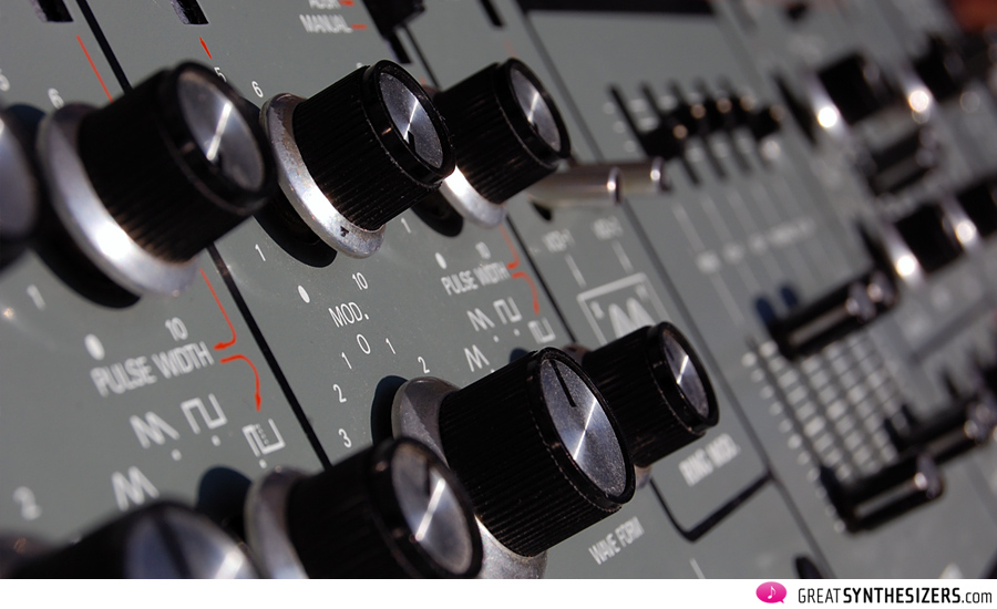 Roland-SH5-knobs