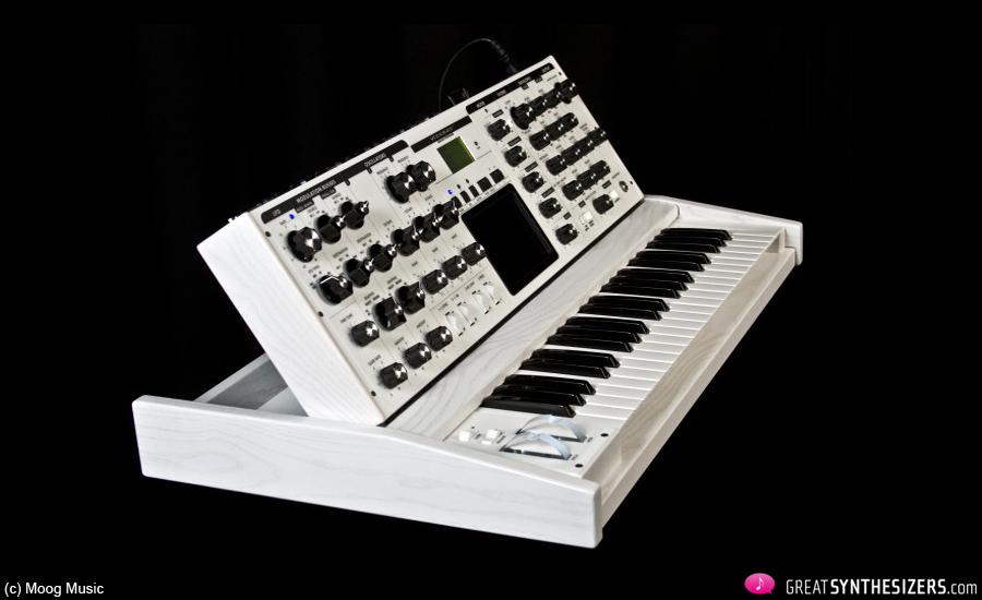 Moog-Voyager-White-02