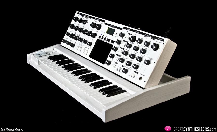 Moog-Voyager-White-03