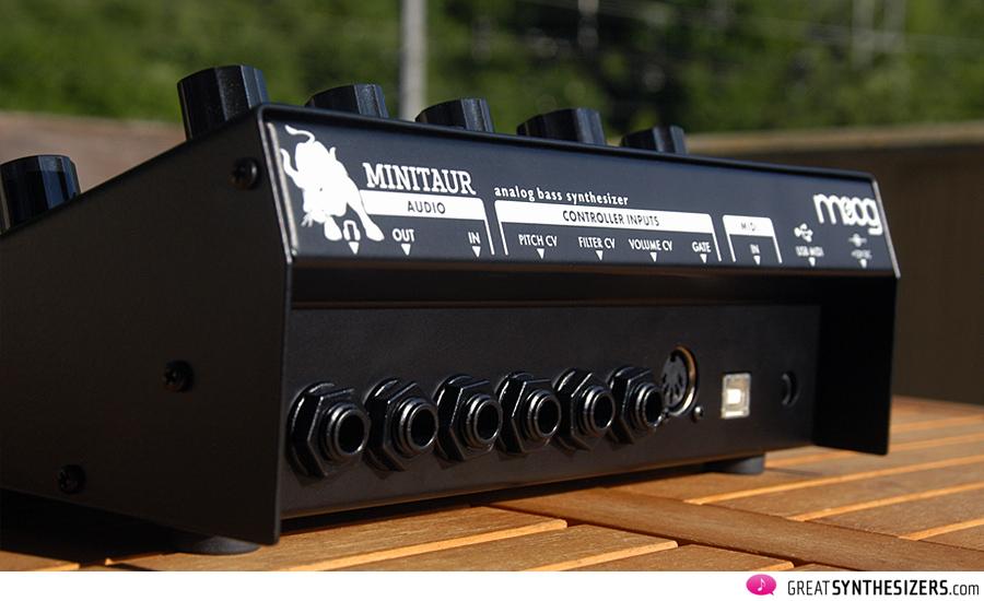 Moog-MiniTaur-03