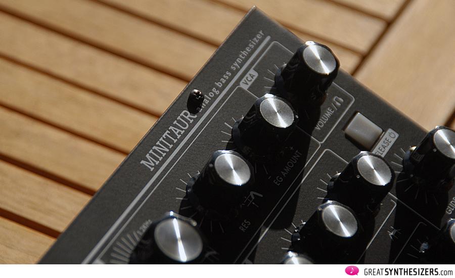 Moog-MiniTaur-08