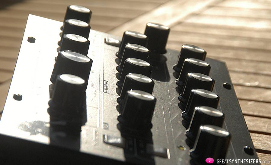 Moog-MiniTaur-17
