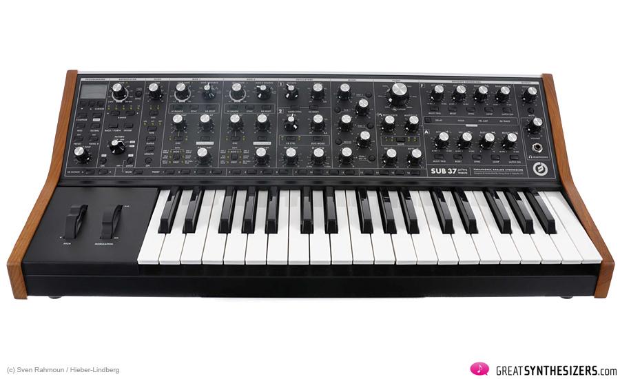 Moog-SUB37-02