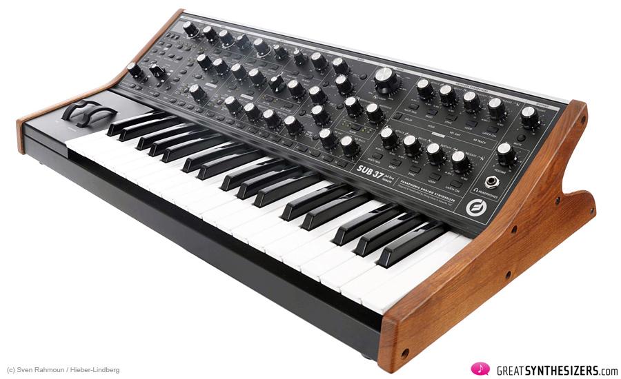 Moog-SUB37-03