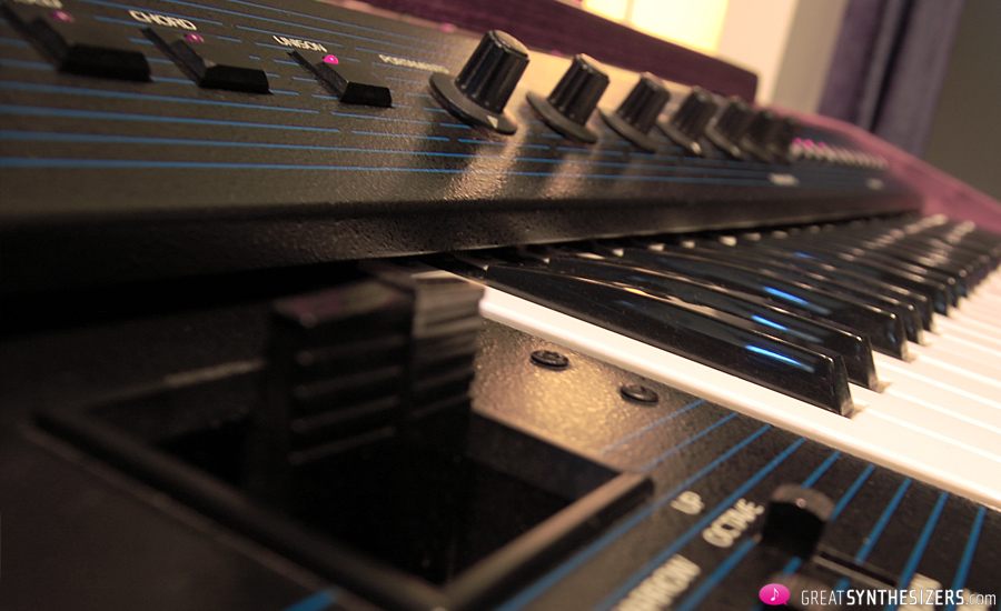 Oberheim-OBSX-Synthesizer-02