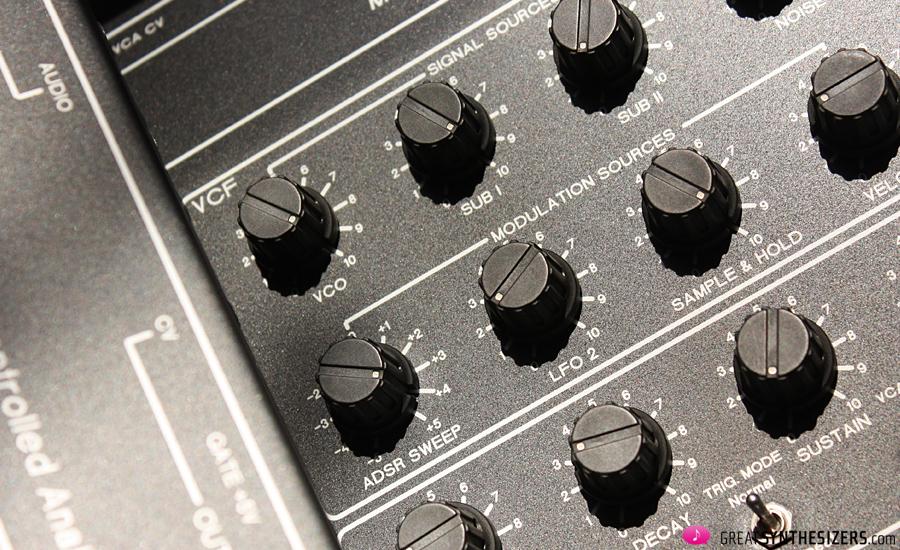 trax-retrowave-r1-synthesizer-02